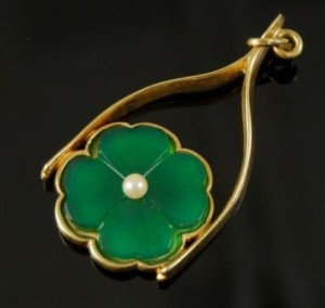 Lucky Charm Four Leaf Clover 14k Gold Pearl Enamel Necklace Pendant